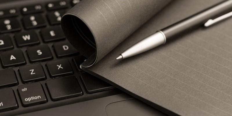 Computer und Notizen