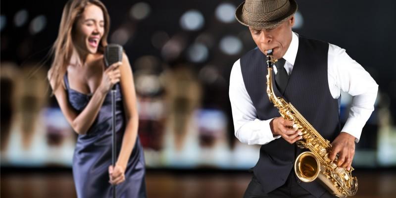 Sängerin mit Saxophonspieler