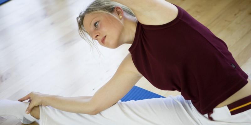 Frau bei Gymnastik