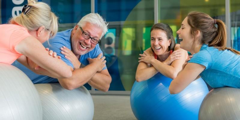 Gruppe älterer Menschen beim Training