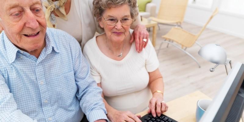 Senioren vor dem Computer